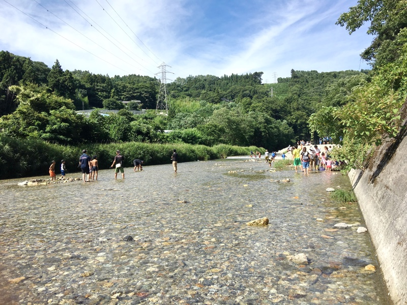 浅瀬が多く小さな子も遊んでいました