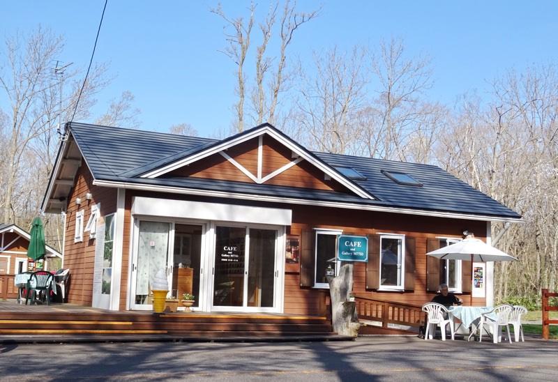 キャンプ場の向かい側にカフェ、レンタサイクルあり