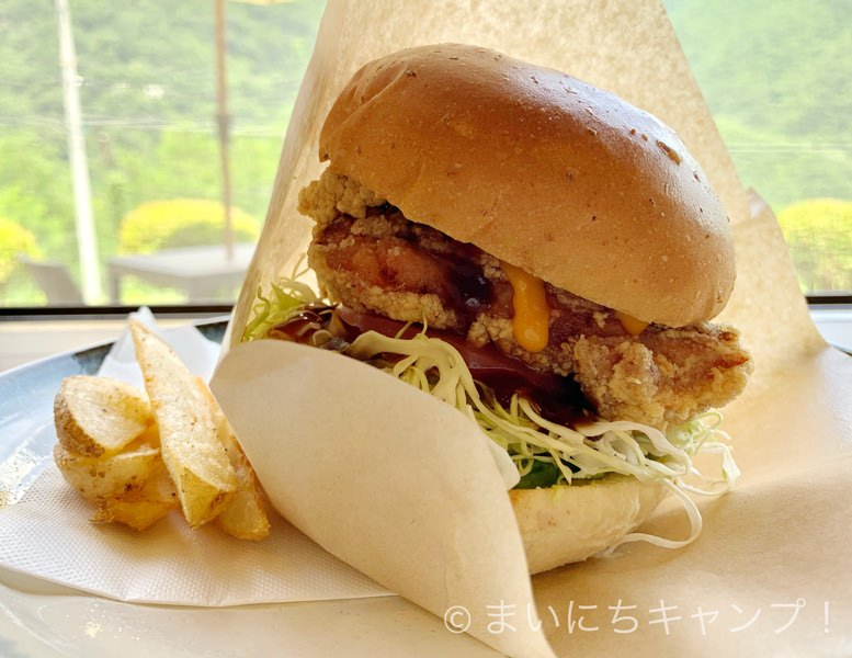 山賊焼きのハンバーガー